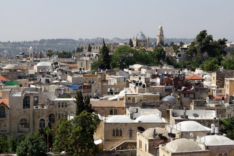 Jerusalem, Altstadt. Dahinter die Dormitio-Abtei.