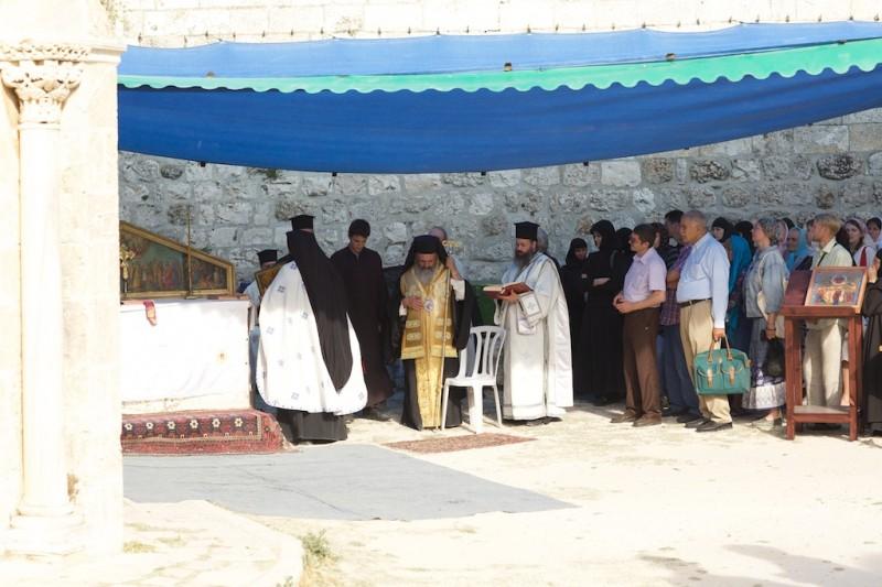 Ölberg: Himmelfahrt Jesu. Eine griechisch-orthodoxe Prozession formiert sich