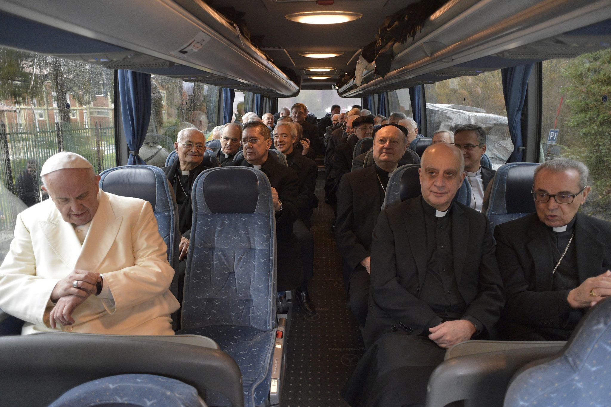 Der Papst nimmt den Bus