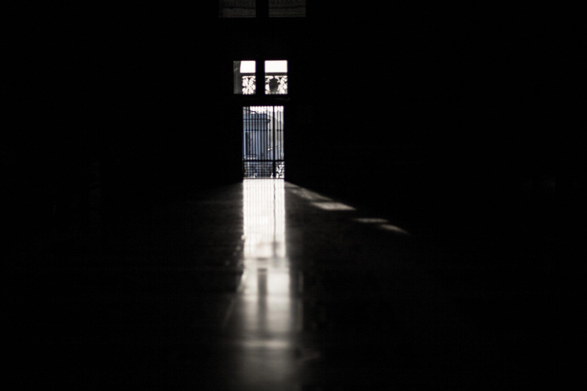 Kirche und Freiheit: Innenraum von Sankt Peter, sehr früh morgens