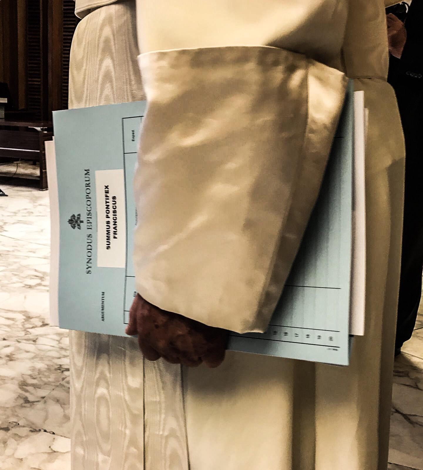 der Papst bei der Arbeit