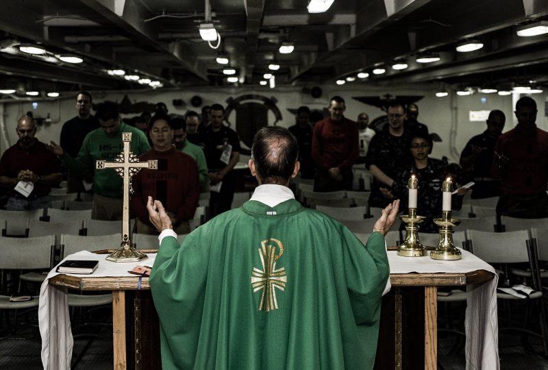 Klerikalismus unter Priestern: Wenn der Priester am Altar sich nicht als Teil der Gemeinde versteht