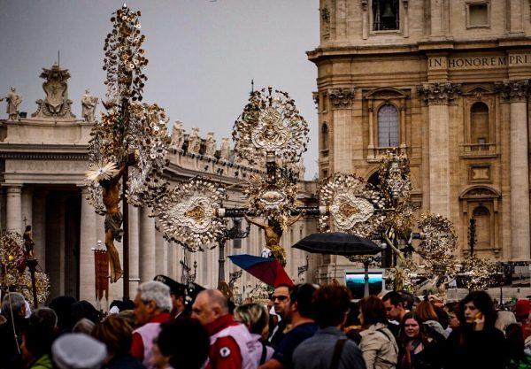 Kirche ist nicht abstrakt: Volksfrömmigkeit auf dem Petersplatz
