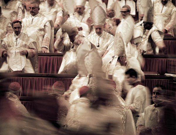Vatikanisches Konzil: Teilnehmer in Bewegung